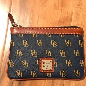 Dooney & Bourke Bags - Dooney & Bourne Wristlet ✨